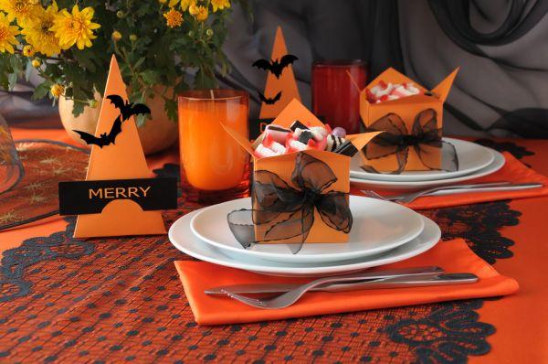 Tavola-apparecchiata-per-festeggiare-Halloween.jpg